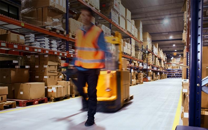 blank-services-warehousing-dark-optim